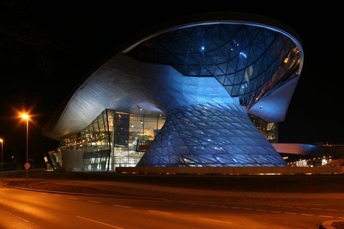 BMW Welt Glasfront Nachts Architekturfotografie